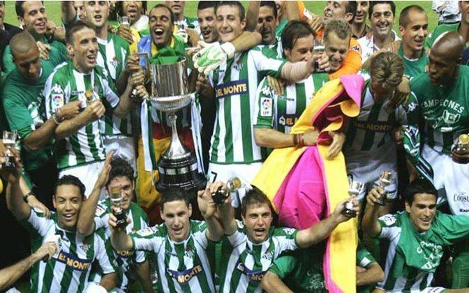 Em uma final emocionante contra o Osasuna, decidida na prorrogação, Denílson foi campeão da Copa do Rei em 2005 com a camisa do Real Betis.