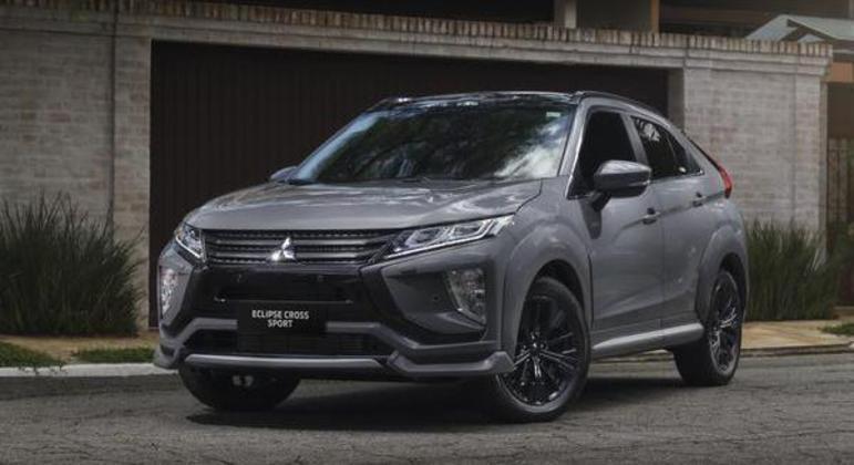 SUV recebeu acabamento em preto brilhante e em carbono