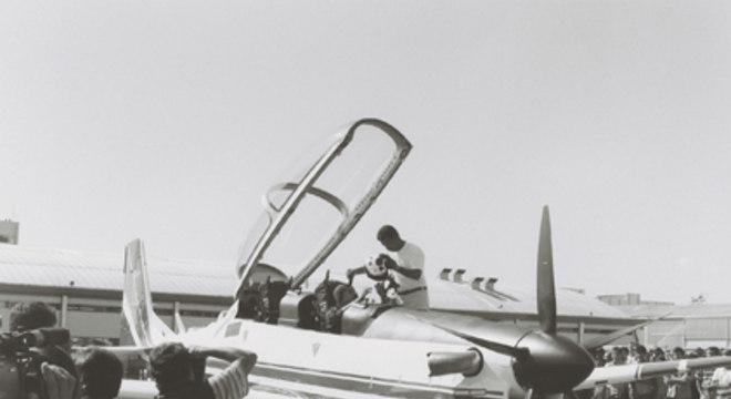 Nos anos 1980, a aeronave EMB 312 Tucano, para a área de defesa, ganhou popularidade