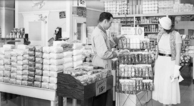 Na década de 1930, os consumidores passaram a comprar os produtos direto das prateleiras