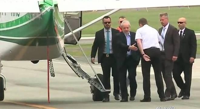 Ex-presidente viajou em aeronave do governo do Paraná até São Paulo