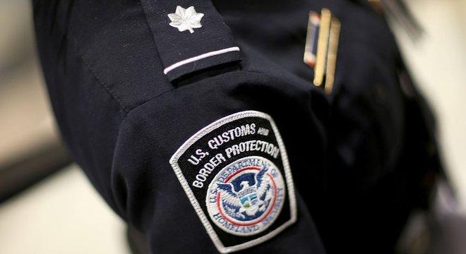 Autoridade aduaneira dos EUA confirmou à BBC que 'homem cubano' foi encontrado enquanto malas eram retiradas de avião