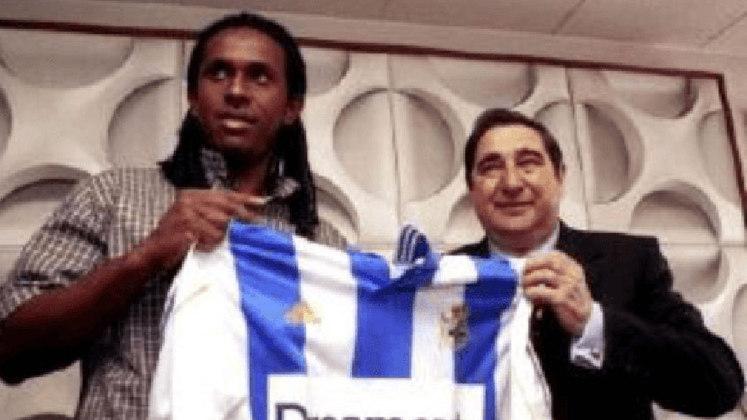 EMERSON - O volante defendeu o La Coruña entre 2.000 e 2.002, mas foi o suficiente para colocar alguns troféus no currículo. Ganhou a Supercopa da Espanha na temporada 2.000-2001, a Copa do Rei 20012-2002 e o Troféu Teresa Herrera em três oportunidades, sendo 2.000, 2.001 e 2.002.