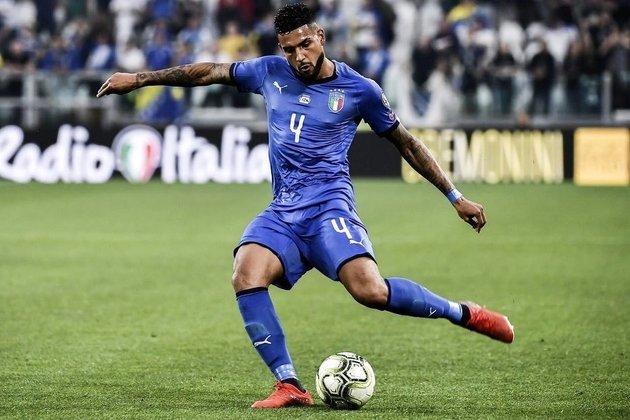 Emerson Palmieri nasceu em Santos e jogou pelo clube da cidade por cinco anos. Depois, passou por Palermo e Roma e atualmente está no Chelsea. Também com direito de sangue, ele tem cidadania italiana e já defendeu a Azzurra em algumas oportunidades