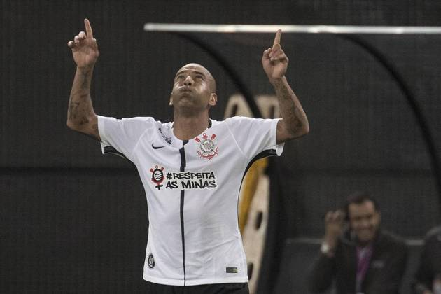 Emerson Sheik (42 anos) - Aposentado desde 2018, Emerson Sheik fez seu nome jogando pelo Flamengo, Fluminense e Corinthians. No clube paulista, conquistou a Libertadores e Mundial de Clubes.