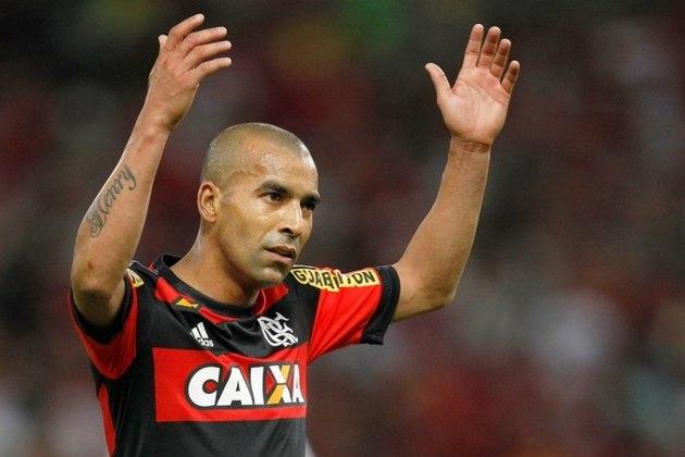 EMERSON SHEIK passou por três clubes de ponta do Rio de Janeiro. Porém, não defendeu justamente o seu clube de coração na cidade: o Vasco.