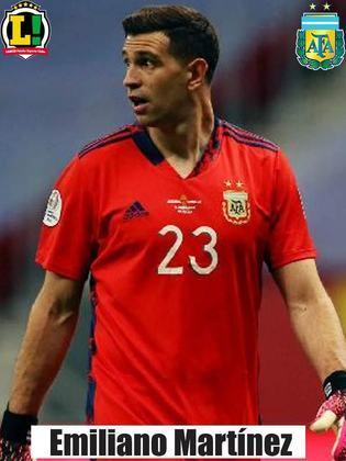 Emiliano Martínez - 6,5 - Foi pouco exigido no primeiro tempo, mas na etapa final correspondeu