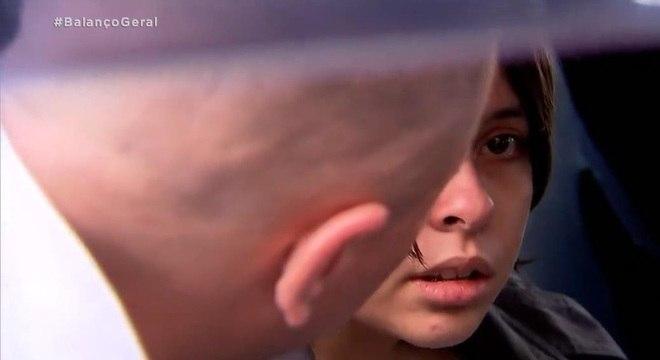 Emily se reencontra com seu pai após ficar cinco  dias desaparecida