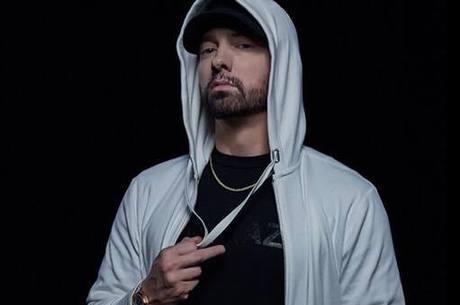 Eminem acordou com fã que invadiu a casa