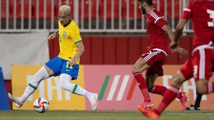 EMIRADOS ÁRABES - SOBE - ALMAQBI marcou um dos gols dos Emirados Árabes na partida e destacou-se na seleção. DESCE - ALMENHALI sofreu um total de cinco gols na partida e não conseguiu segurar o ataque da Seleção Olímpica por 90 minutos.