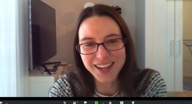 Emma Hodcroft trabalha em um mapa aberto do genoma da SARS-CoV-2