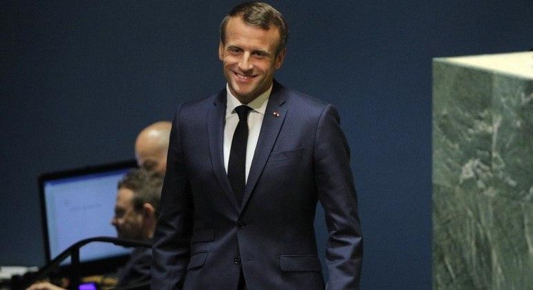 Presidente da França comemorou a marca em sua conta no Twitter