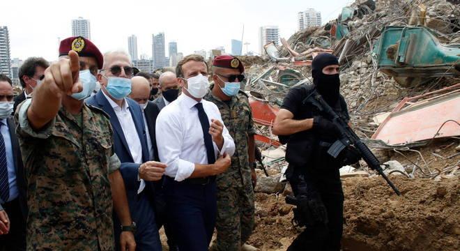Emmanuel Macron em visita a Beirute logo após a megaexplosão