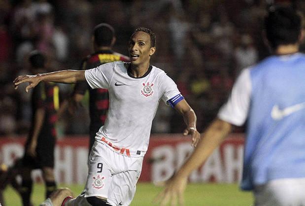Empatado com Jadson está o atacante Liedson, que também marcou 50 gols. O jogador atuou no Corinthians em 2011 e 2012.