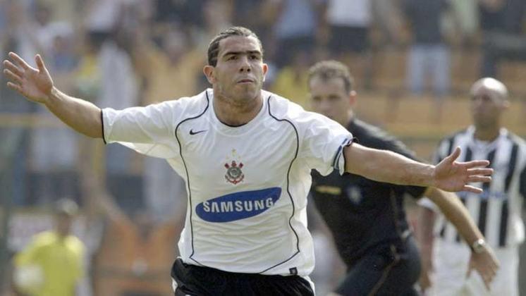 Empatado com Jô está o argentino Tevez, que jogou no Corinthians em 2005 e 2006, marcando os mesmos 46 gols do atual centroavante da equipe.
