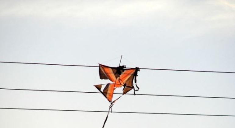 Empinar pipas perto de redes de alta tensão pode prejudicar linhas de transmissão, diz Enel