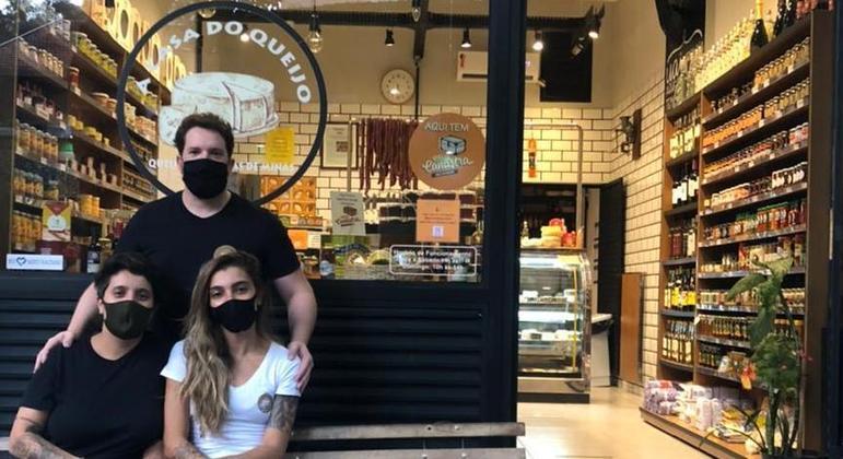 Guilherme, Ana Paula e Victoria, da Casa do Queijo: intensificação do processo de entregas e cooperação com comerciantes vizinhos