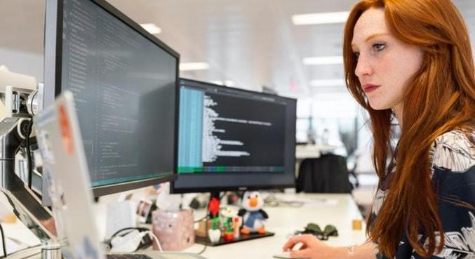 Mulheres que têm interesse em programação podem ganhar bolsa de estudos