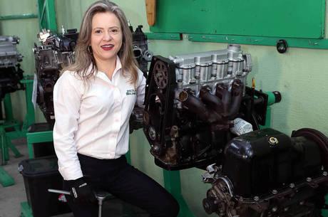 Sandra Nalli é dona da Escola do Mecânico