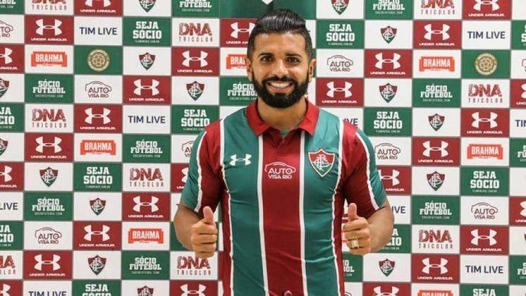 Emprestado pelo Corinthians ao Fluminense, o atacante Guilherme, de 31 anos, teve seu vínculo encerrado com ambas as equipes e está sem clube. Segundo o Transfermarkt, ele vale 800 mil euros (cerca de R$ 4,47 milhões)