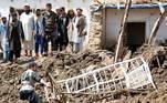 As forças também estão lidando com a crescente violência do grupo insurgente Taliban, à medida que as negociações de paz em Doha estão atrasadas
