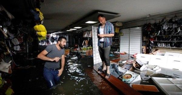 Fortes chuvas assolam Istambul e fecham até o Grande Bazar