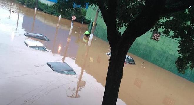 Sobe para 13 o número de mortes em decorrência das chuvas na Grande SP