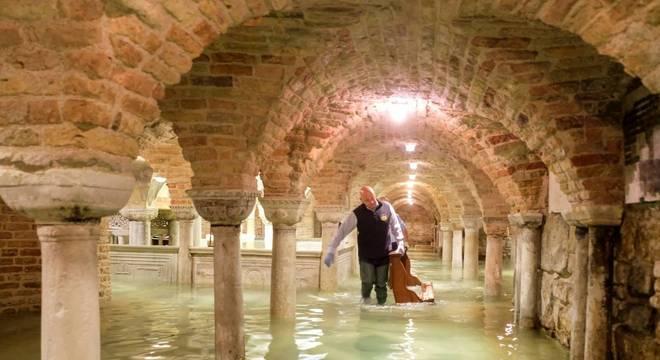 Cripta na Basílica de São Marco foi completamente inundada