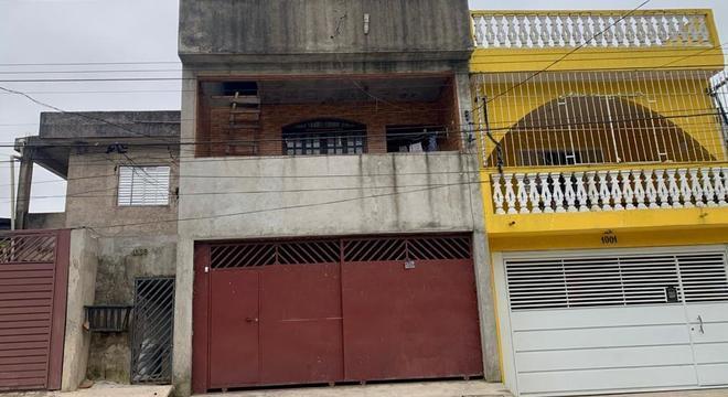 Casas com dois andares são saídas para fugir de enchentes