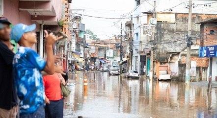 Inundações causam danos no saneamento em SP