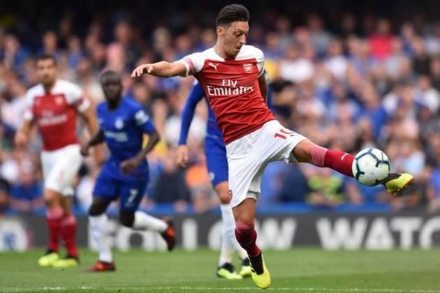 Encostado no Arsenal, Ozil não foi inscrito pelo clube inglês na Liga Europa. O alemão recentemente arcou com o salário do mascote demitido pelos Gunners.
