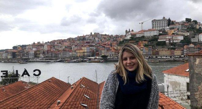 Julia Lapa Comarin, de 18 anos, conseguiu neste ano uma vaga no curso de Direito da Universidade Lusófona, em Portugal