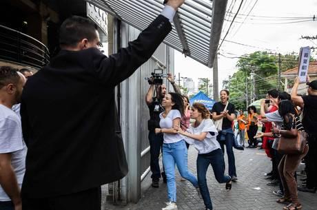 Estudantes chegam para realizar as provas do Enem