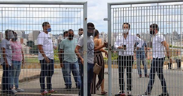 Portões fechados para a realização do segundo dia de Enem