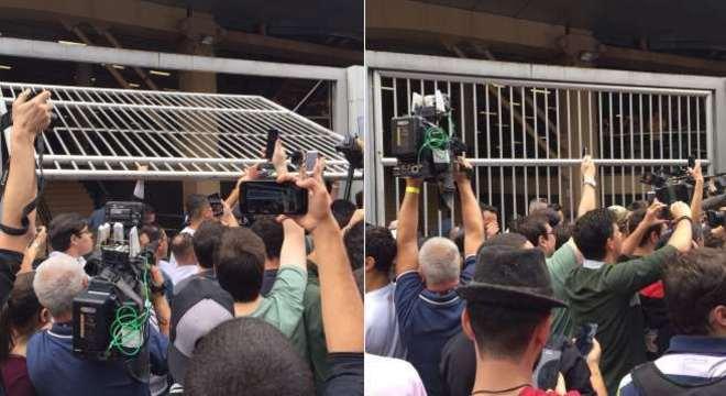 Fechamento dos portões de unidade que aplicou prova do Enem em São Paulo