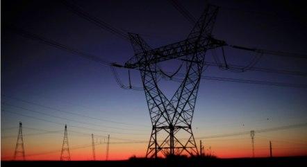 Energia elétrica ficou 5,37% mais cara em maio