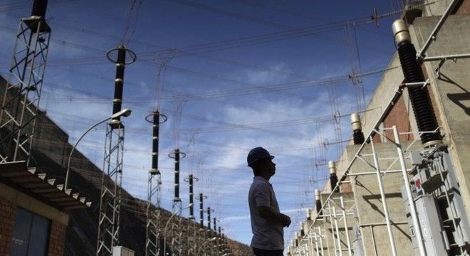 Empresa pretende instalar 4,8 mil equipamentos telecomandados em toda rede