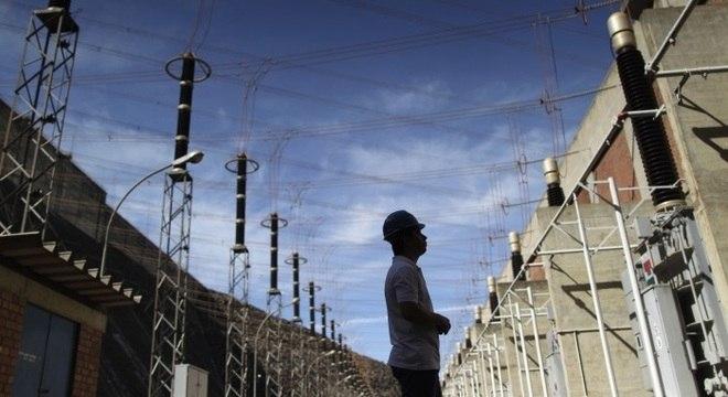 Governo vai analisar projetos para modernizar sistema elétrico