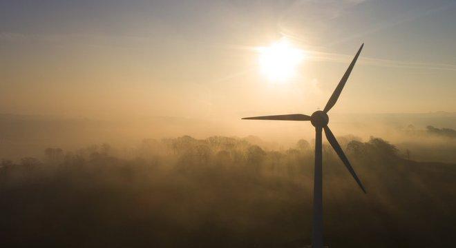 Cientistas destacam avanço de energia renovável, mas em nível insuficiente para suprimir as fósseis