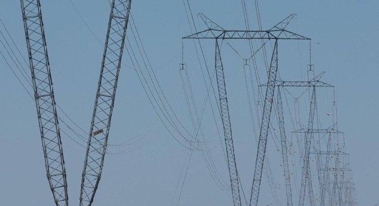 Senado aprova texto-base da MP que permite privatização da Eletrobras