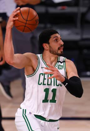 Enes Kanter (pivô) - Kanter sabe pegar rebotes e pontuar. Não sabe defender, entretanto. Vai jogar porque o Boston Celtics precisa dele para colaborar com arremessos mais próximos da cesta. Contra o Philadelphia 76ers, no entanto, foi mal: 5.5 pontos, 6.0 rebotes e 45.5% de aproveitamento nos arremessos em cerca de 15 minutos por jogo
