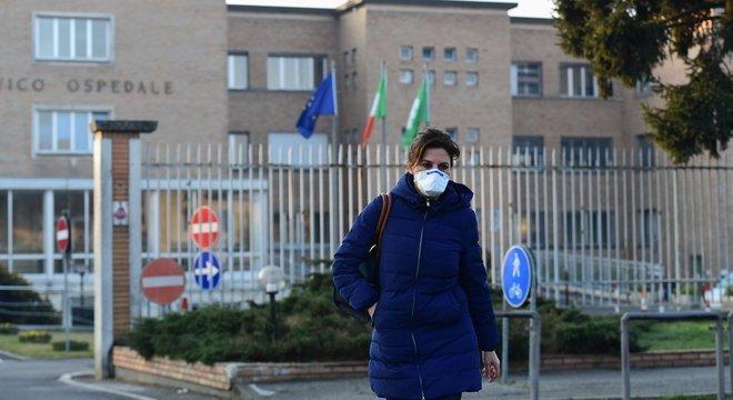 Enfermeira deixa hospital em Codogno, onde primeiro caso italiano foi confirmado oficialmente; no entanto, pesquisadores acreditam que o novo coronavírus já estava na Itália desde janeiro