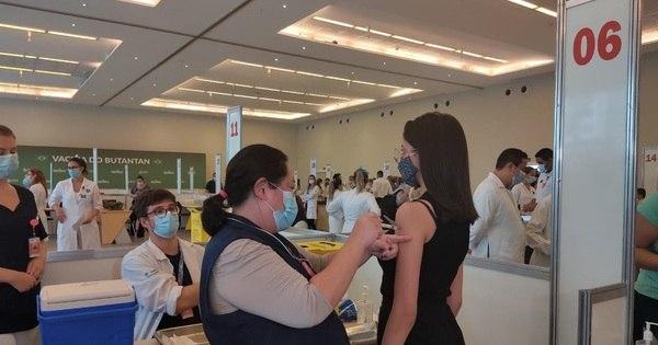 Meta é vacinar mil pessoas por hora, diz enfermeira do HC
