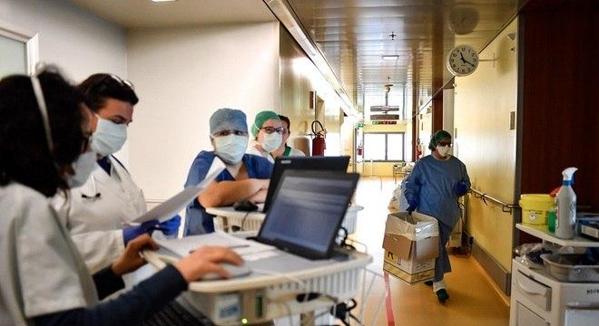 Profissionais de saúde dizem sentir medo de trabalhar no serviço de saúde