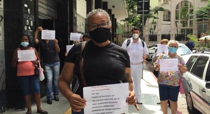 Cerca de 25 enfermeiros fizeram uma manifestação nesta segunda (1)