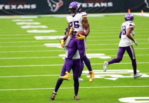 Enfim, Minnesota Vikings venceu a primeira. Correr com a bola é o caminho para mais vitórias.