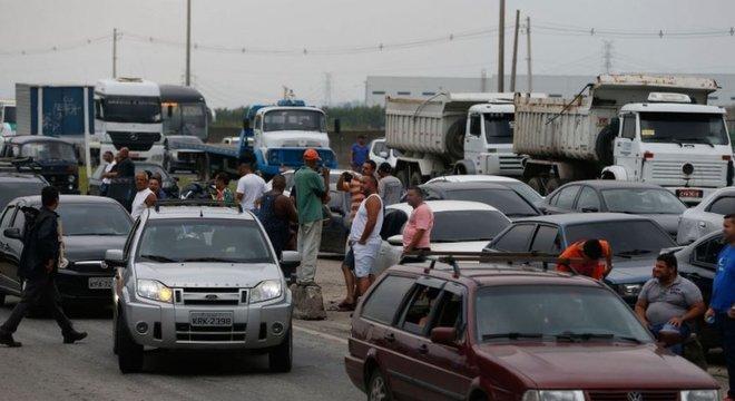 Engarrafamento provocado pela greve de caminhoneiros em rodovia do Rio nesta quarta