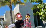 No início de março, Enrico mostrou fotos de uma viagem para Cancún, no México. Nas imagens, ele está com uma amiga e os dois estão brincando de super-herói. 'Super-heróis em Cancún', diz a legenda da publicação