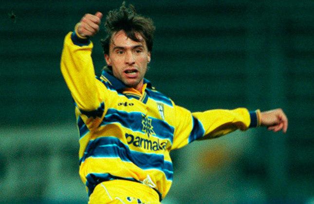 Enrico Chiesa: Pai de Federico Chiesa, que defende a Juventus, foi um dos grandes responsáveis pela ótima temporada do Parma. Hoje, ele é treinador de futebol.