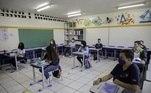 Escola pública voltou às atividades presenciais com a capacidade reduzida e respeitando o uso de máscaras e distanciamento social entre os jovens